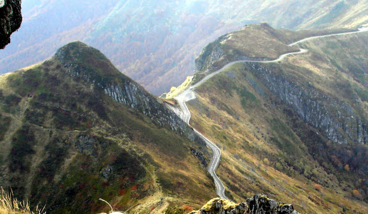Amazing-view-of-mountain-road