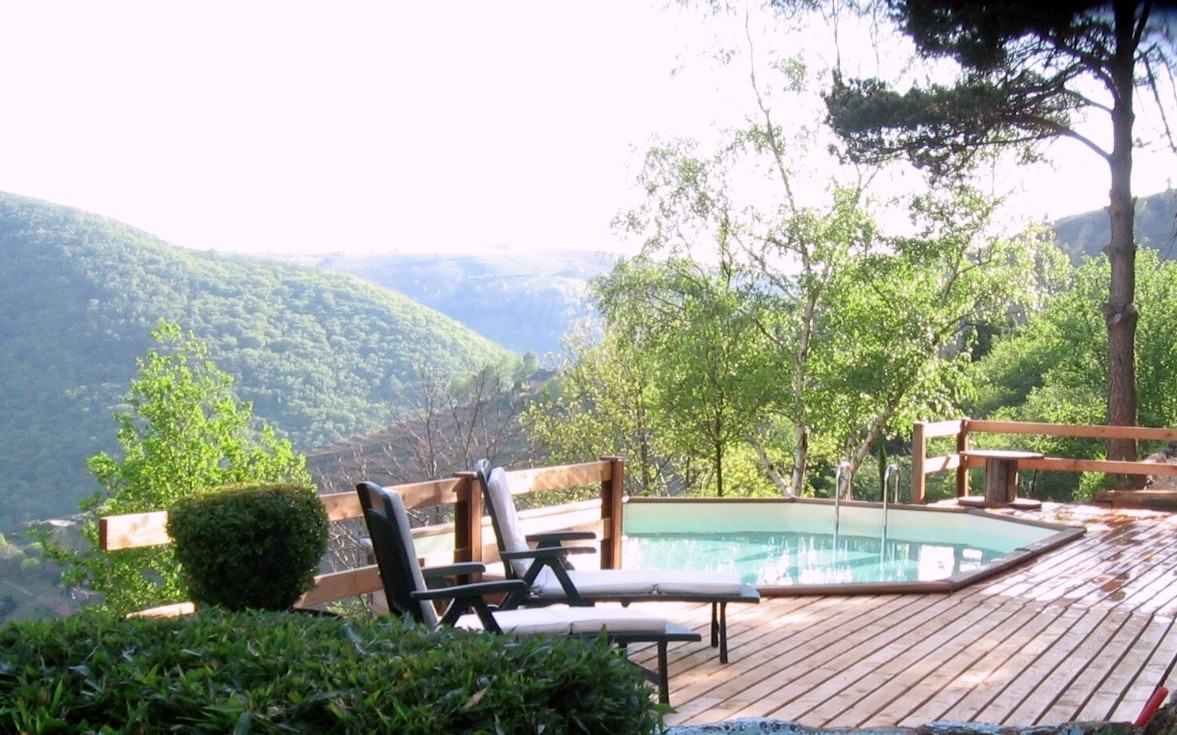 Canonge french cottage holidays for Holiday cottages with swimming pools uk